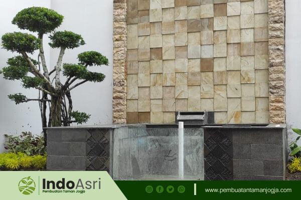 Selain menyediakan layanan pembuatan taman kami juga Spesialis pemasangan Batu Alam