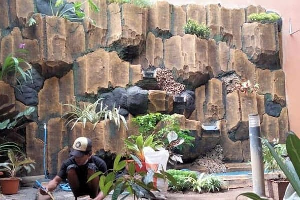 pembuatan taman jogja-kolam relief (1)