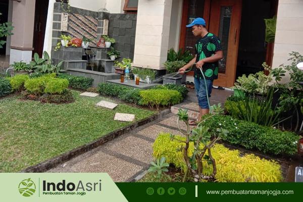Selain menyediakan layanan pembuatan taman baru, kami juga melayani renovasi taman